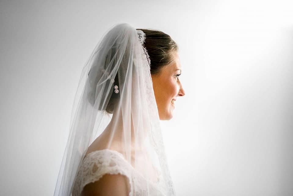 Bruid bruidkapsel make-up trouwen kapper